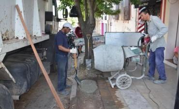 Se continúa con la reparación de las veredas en el casco urbano
