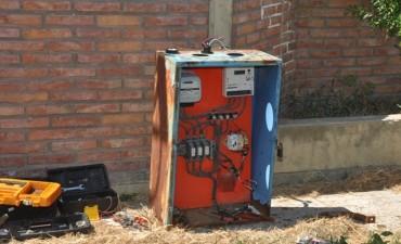 El Municipio reemplazó y reubicó un tablero eléctrico que era peligroso para los vecinos