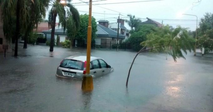 Más de 400 evacuados por lluvias en Santa Fe