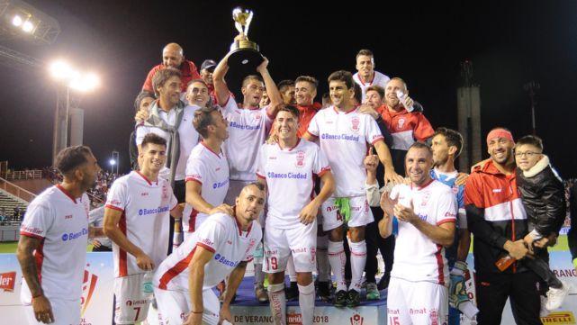 Huracán se quedó con la copa de verano al vencer a San Lorenzo 2 a 0
