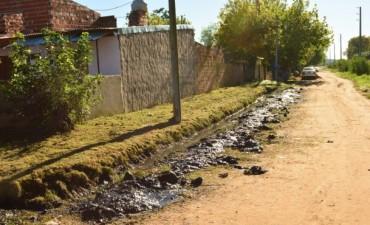 El Municipio realizó trabajos de zanjeo en el barrio Las Acacias