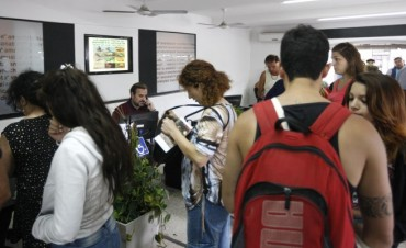Giri atendió a los turistas en el CIT de la Rambla Casino La ciudad está colmada