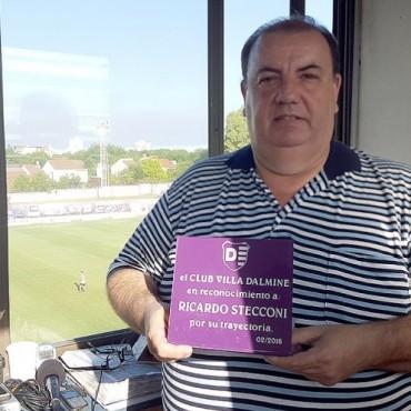 RICARDO STECCONI RECIBIÒ UN RECONOCIMIENTO DEL CLUB VILLA DÀLMINE