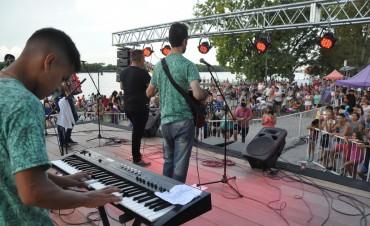 La música tropical pasó por la costanera e hizo vibrar al público campanense