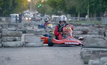 Una exhibición de karting hizo vibrar la plaza España