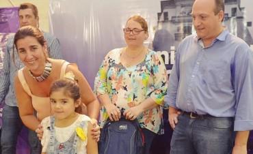 Plan Más Vida: más de 900 chicos que empiezan la primaria recibieron su mochila con útiles escolares