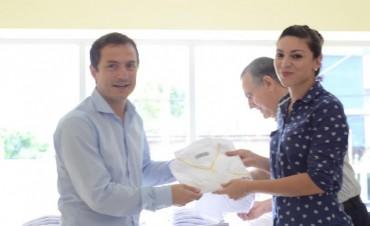 El Intendente entregó indumentaria al personal de la Secretaría de Salud