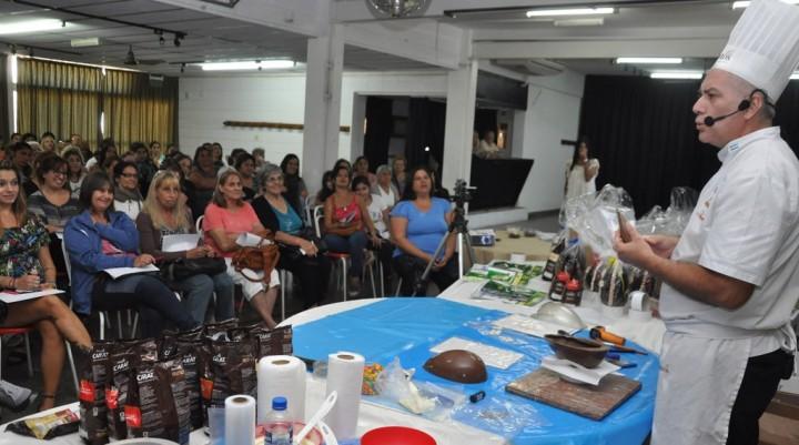 Autoempleo: vecinos participaron de un taller de elaboración de huevos de pascua