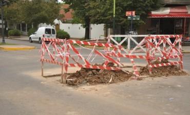 Reparan un bache en avenida Varela e Iriart