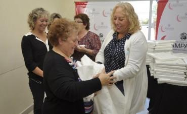 La Intendente entregó cientos de sábanas al Hospital Municipal y el Hogar de Ancianos
