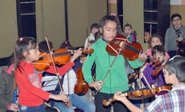 La Orquesta Escuela realizó un ensayo abierto para los alumnos del Jardín N° 903