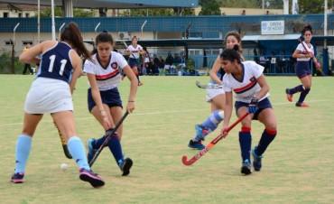 El equipo femenino de Hockey del Campana Boat Club cayó contra el puntero