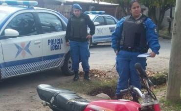 Policía Local secuestró una moto en un operativo en el barrio Lubo