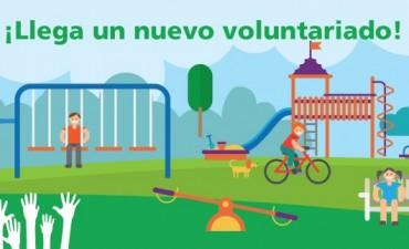 Voluntarios en acción en la plaza Villanueva