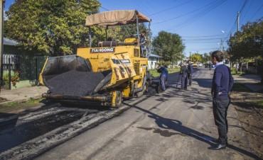 Avanzan las obras de asfalto en el barrio Lubo