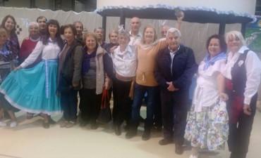 Adultos mayores de la ciudad participaron de una peña intergeneracional