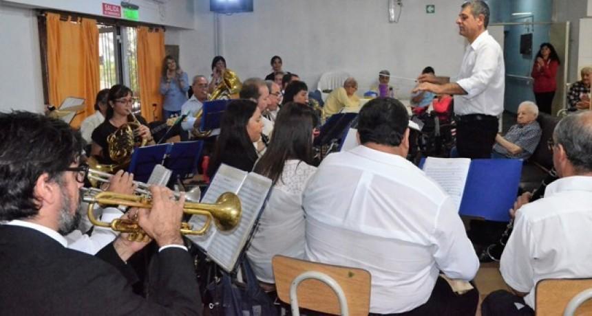 Por primera vez, la Banda Municipal se presentó en el Hogar de Ancianos