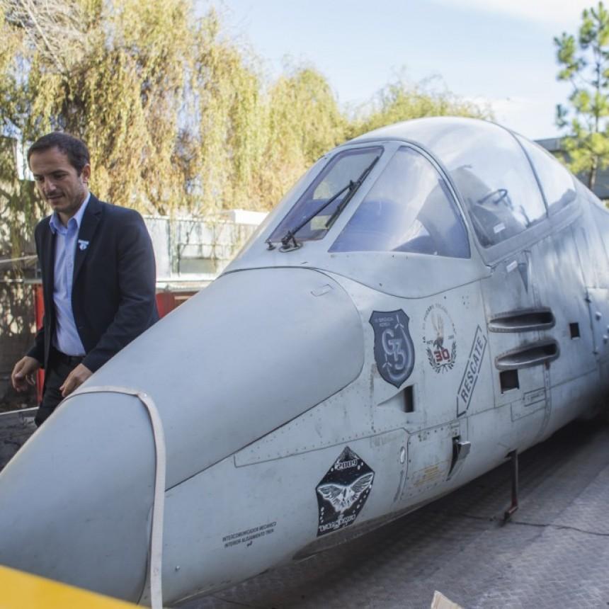 Llegó a Campana el avión que homenajeará al capitán Fausto Gavazzi y héroes de Malvinas
