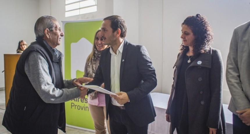El Intendente entregó escrituras a 72 familias campanenses