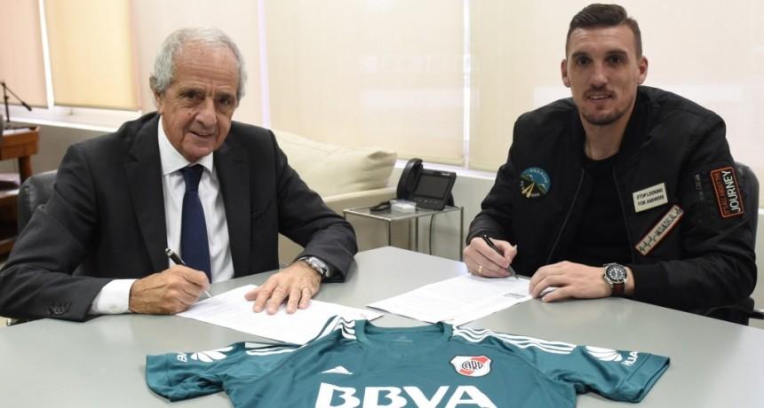 Armani extendió su contrato con River Plate