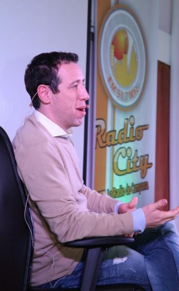 FACUNDO PASTOR Y SU CHARLA EN EL EVENTO DE RADIO CITY CAMPANA