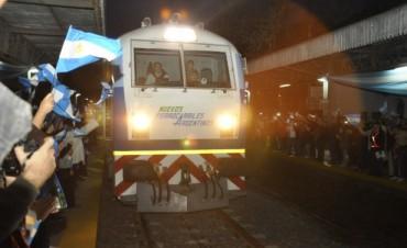 Día histórico: El Tren Retiro-Rosario volvió a parar  en Campana