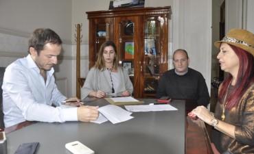 Firman un convenio para que estudiantes realicen pasantías en el Municipio