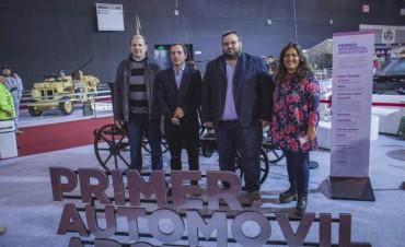 Salón del Automóvil: el Intendente visitó el stand de Campana donde se exhibe el 1er Automóvil Argentino