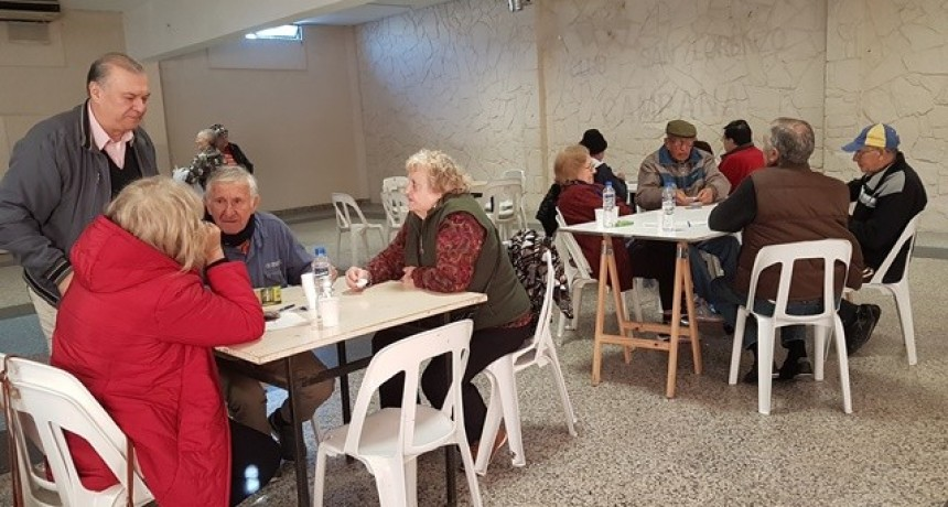Juegos Bonaerenses: adultos mayores disputaron la etapa local de Truco