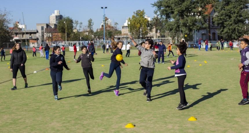 Más de 600 chicos se sumaron a un encuentro intercolegial de handball