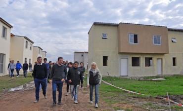 El Intendente y adherentes visitaron las 104 viviendas para constatar los avances de la obra