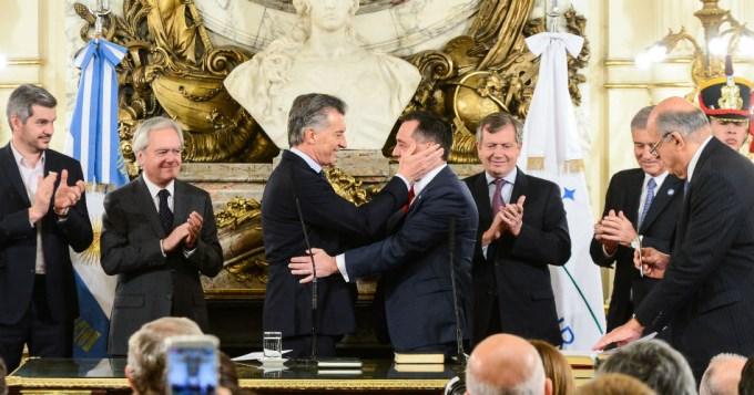 El Presidente Mauricio Macri les tomó juramento a los nuevos ministros