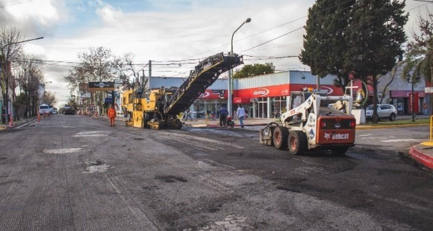 Casco urbano: el plan de bacheo de hormigón continúa por la calle 9 de Julio