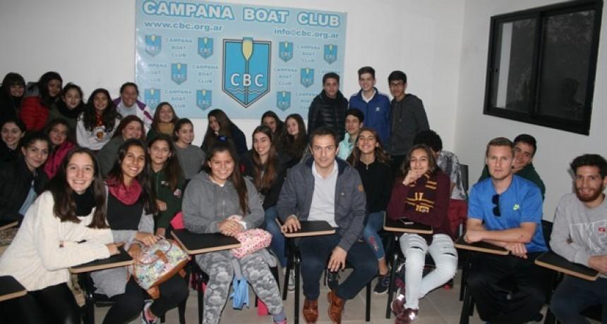 Sebastián Abella dialogó con los deportistas de Hockey del Campana Boat Club