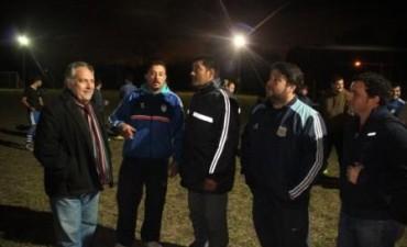 Juan Ghione inauguró la iluminación de la cancha fútbol del Club Atlético Tavella.