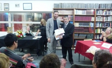La Biblioteca Municipal y los Diplomas de Reconocimiento a nuestros Poetas y Escritores