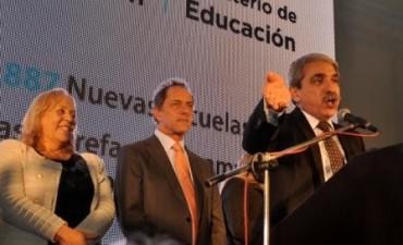 """Dr. Aníbal Fernández  """"Gobernar es educar, darles la oportunidad a nuestros hijos que se preparen y se formen en las mejores formas"""""""