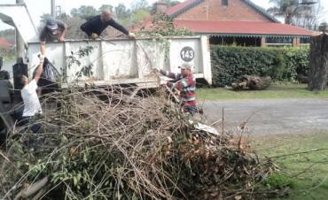 Se trabaja en la recolección de ramas y limpieza del casco urbano