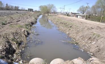 Municipio e Hidráulica Provincial trabajaron en el acondicionamiento del zanjón paralelo a la vía del ferrocarril