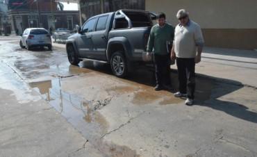 Por la rotura de un caño de ABSA se hundió una parte del pavimento de la calle Belgrano