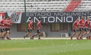 El plantel profesional de River Plate se entrenó en el Estadio Monumental