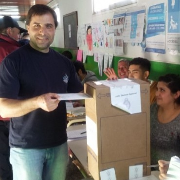 Lautaro Rìos votò en la Escuela Nº 7
