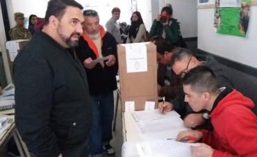Mauricio Villanueva y su voto en la Escuela del Barrio San Cayetano