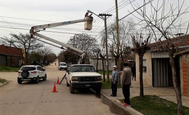 El Municipio coloca más luminarias en el barrio Villanueva