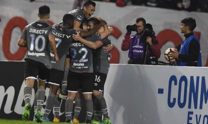 Estudiantes de La Plata le ganó a Nacional Potosí 2 a 0