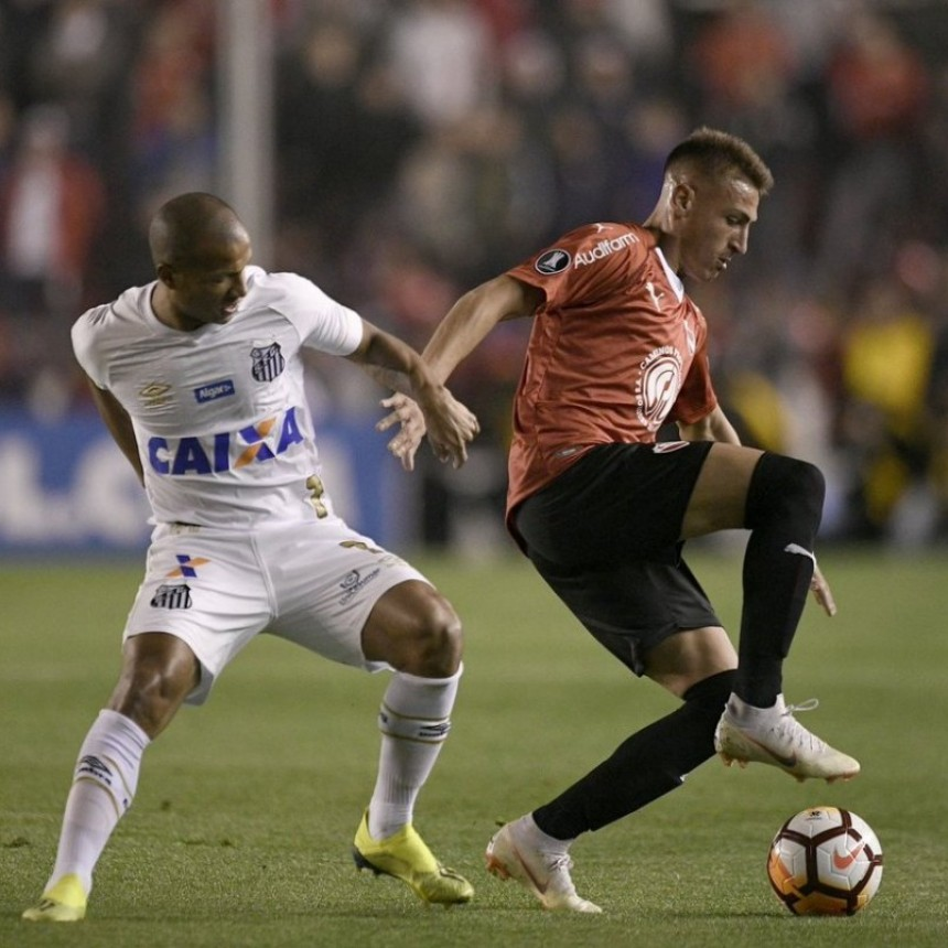 Independiente de Avellaneda y Santos de Brasil empataron sin goles