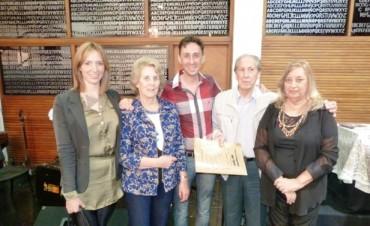 Luis Grassi presentó sus obras plásticas y literaria a la Comunidad