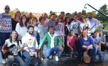 Miles de jóvenes celebraron el Día del Estudiante en el campito de Siderca