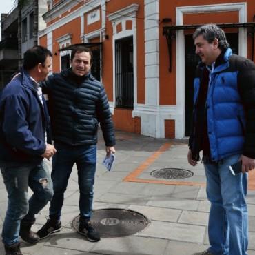 El Intendente salió a timbrear con todo el gabinete y el ministro de Planificación de la provincia