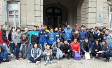 """Jóvenes del programa """"Envión"""" viajaron a la ciudad de Buenos Aires"""